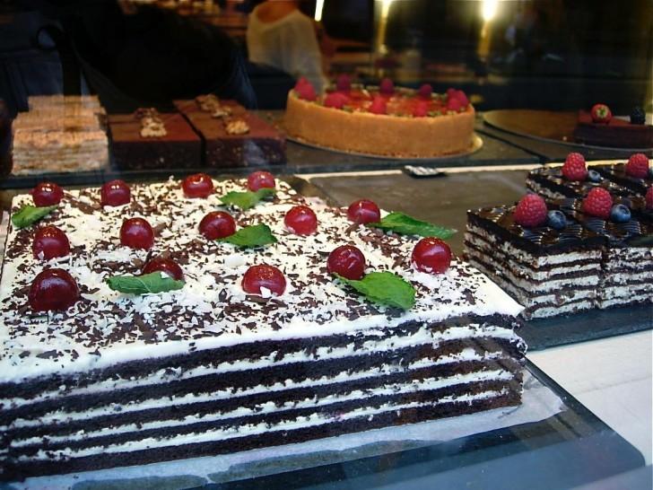 ヨーロッパ風のレイヤー・ケーキ