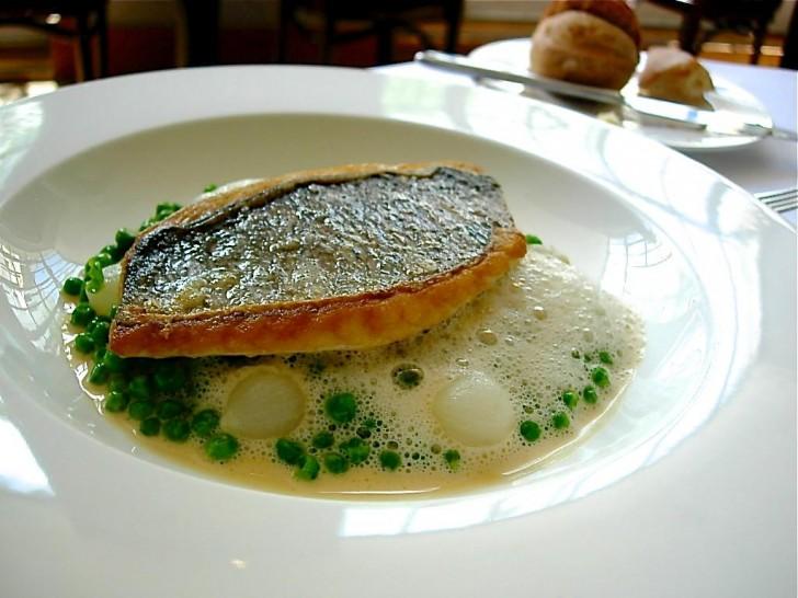 セット・メニューの魚料理