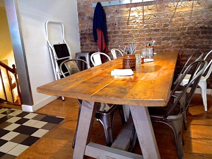 これは1階奥のテーブル