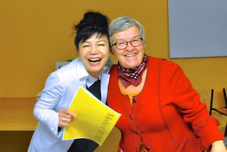 フィンランドで開催されたメディカルレイキ・セミナーにて。左が浩子さん
