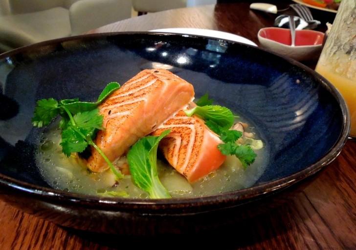 乳製品抜きで作ってもらったサーモンは、スープの出汁も魚の焼き方、風味のすべてが秀逸