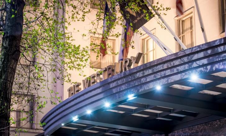 ファッション街の中心地に位置するTHE WESTBURY 入り口