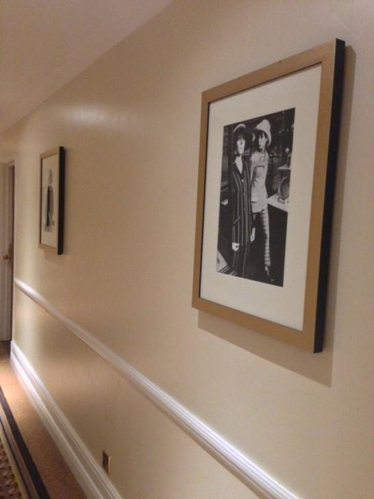 2階1920年代、3階1930年代、3階は1940年代のファッションの写真が展示されているファッションギャラリーの様な廊下。