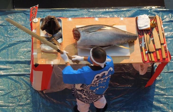 日本刀もどきの包丁!?で解体が始まる