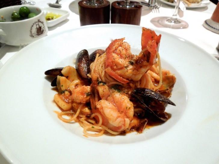 スパゲッティ・アラ・バルカはこれで半皿