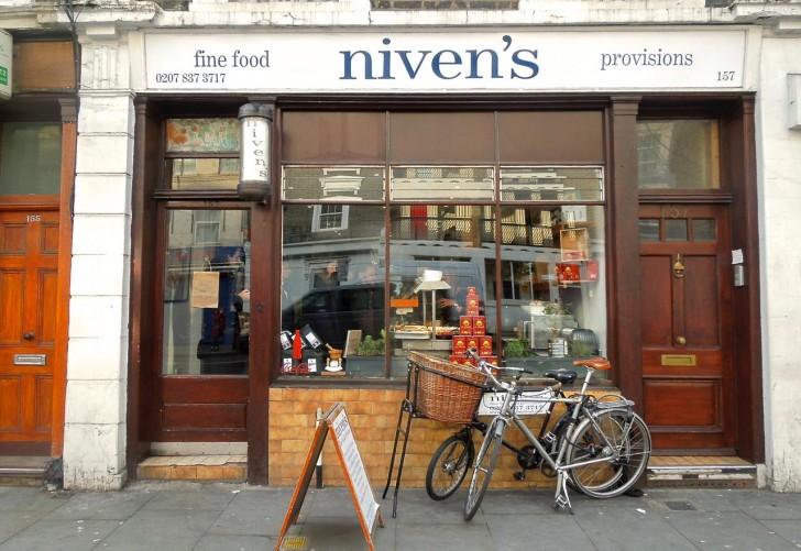 この自転車をフロント・サインにしている店が最近多いなぁ。ここは先駆けの一つかも