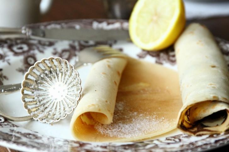 シュガーシフターと呼ばれる専用のスプーンでお砂糖を優雅にふりかけても☆