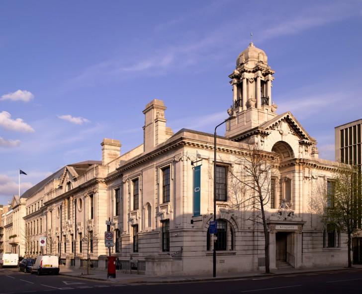 20世紀初頭に流行したエドワード朝様式とアール・デコ様式の2つの建築様式の融合