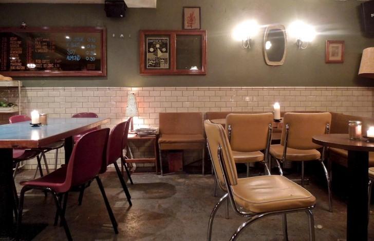 穴蔵的なカフェ好きにはたまらない空間☆