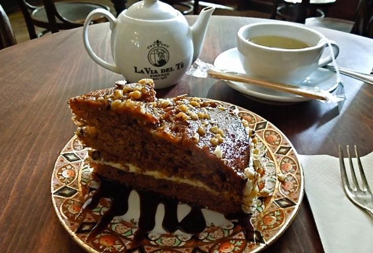 バナナ&ウォルナッツ・ケーキは甘さしっかりイギリス風