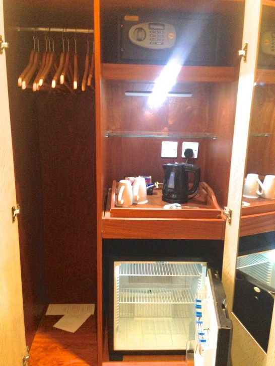 全ての部屋にコーヒー・紅茶メーカー、湯沸かし器、冷蔵庫、セーフティボックスあり