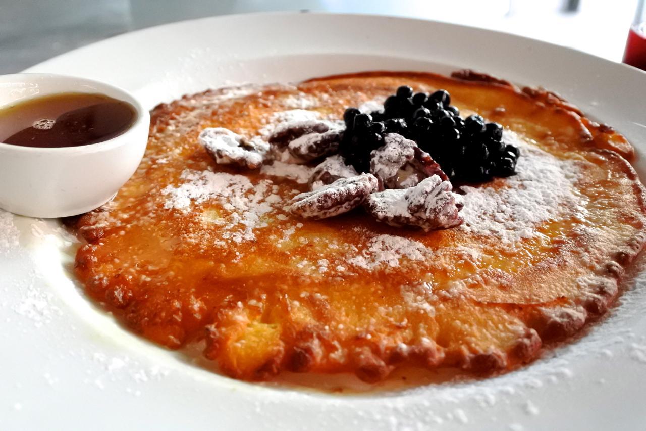 パンプキン&蕎麦粉のグルテン・フリー・パンケーキは、ブラックカラントとロースト・ウォールナッツ&メイプル・シロップでいただきます♪