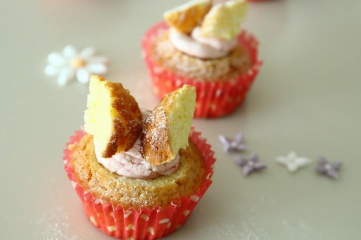 ちょうちょのようだからバタフライケーキと呼ばれる訳ですが、妖精の羽と見ればフェアリーケーキとも☆