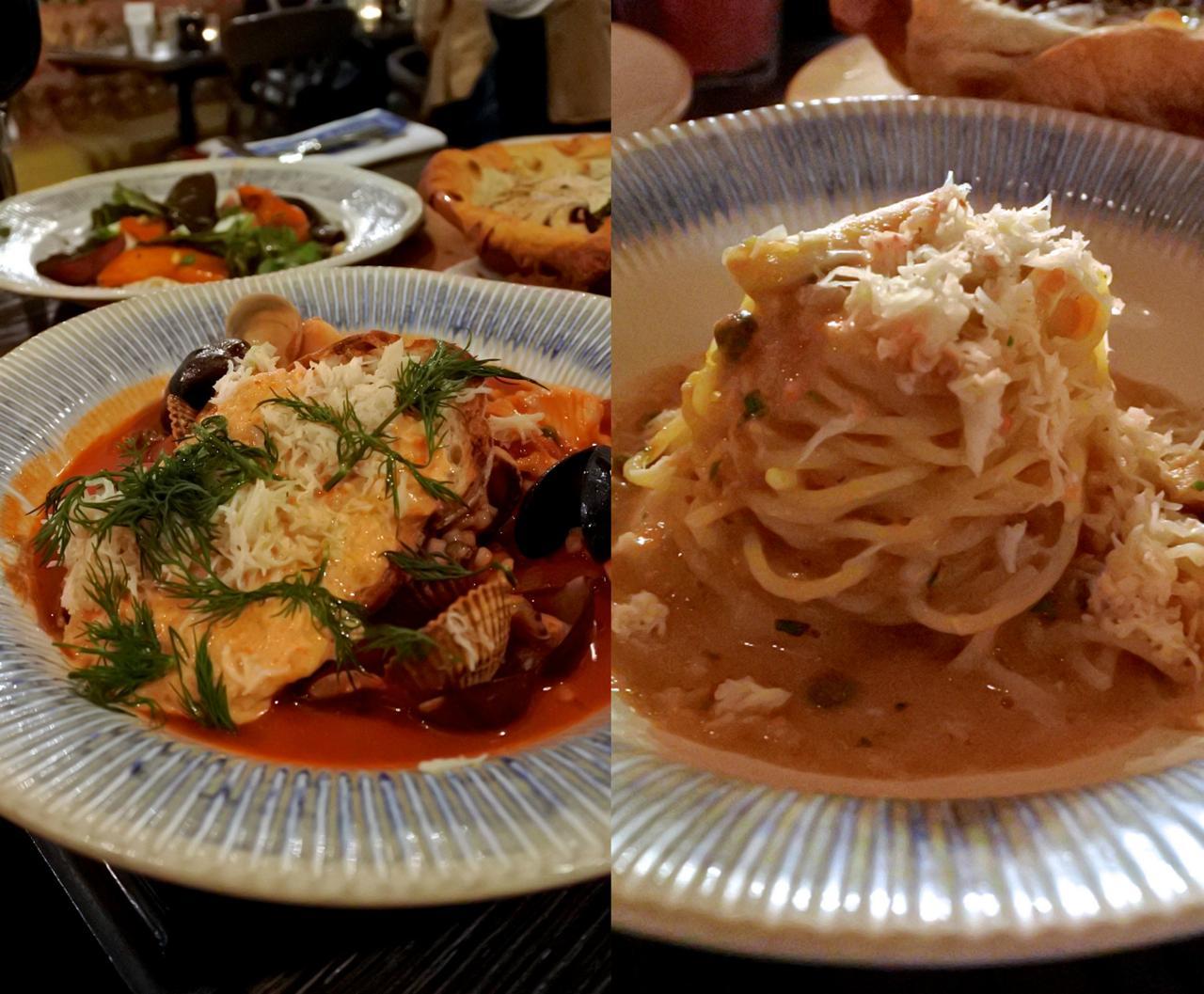 ガーリックやケイパーやチリがきいたカニ肉のスパゲッティもうま〜。左はベネチア風のフィッシュ・シチュー。米粒パスタのフレゴーラ入りで、うま〜