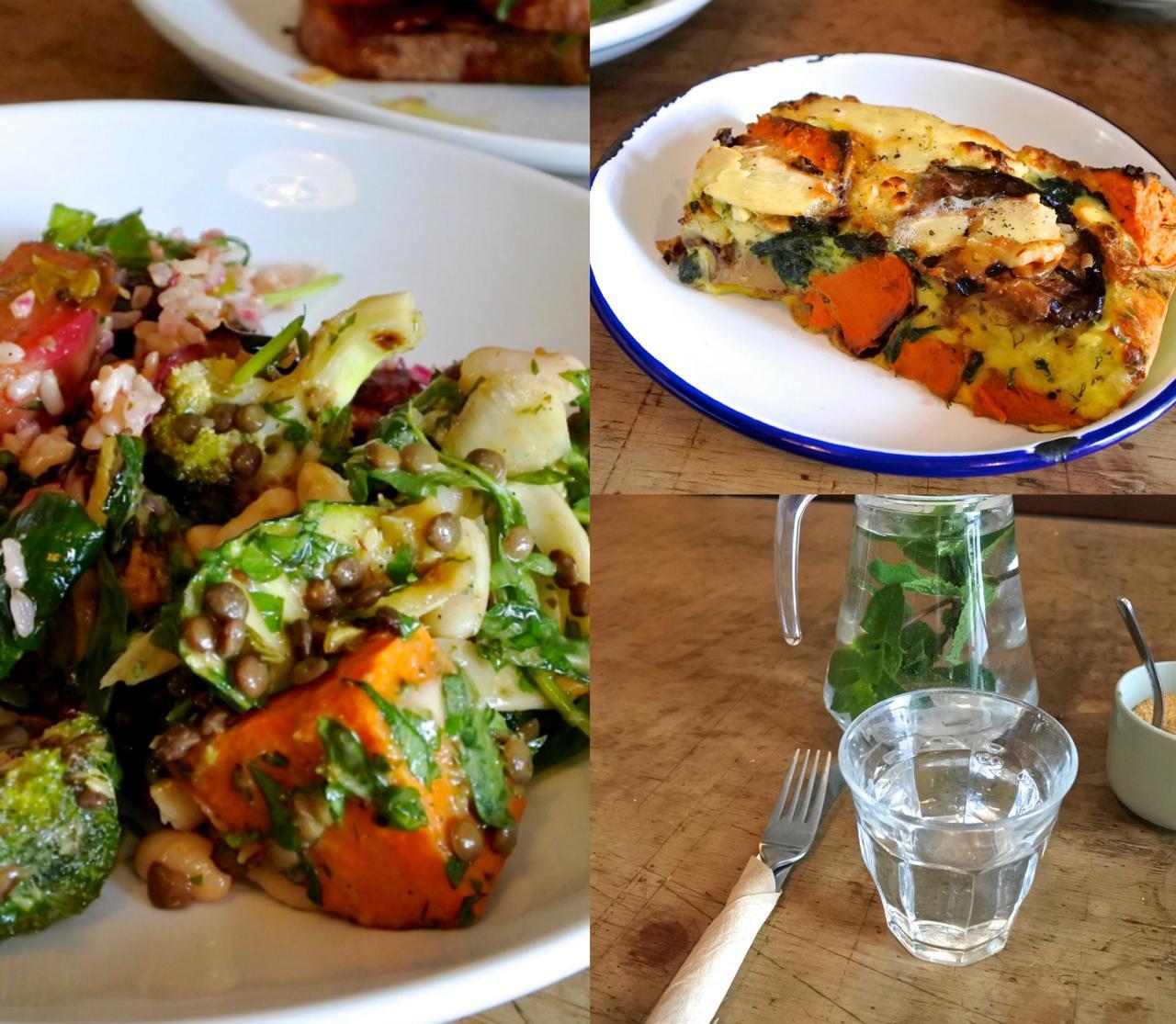 左はハウス・サラダの盛り合わせ。この日はカボチャのロースト、バーリーのサラダなど3種で味もよく大満足☆ 右上がフリッタータ!