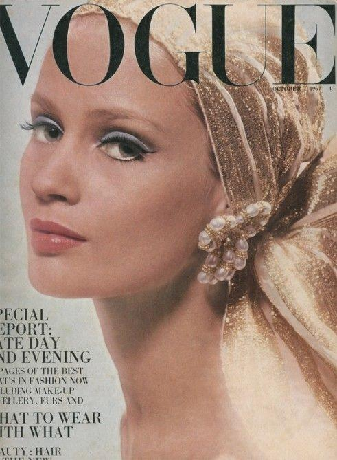 ⓒ Pinterest: Vintage Vogue Cover collection