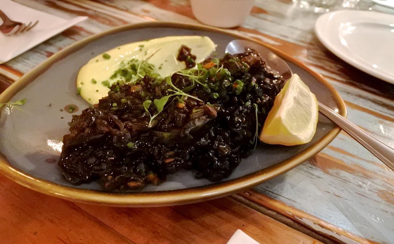 日本人なら誰でも大好き、イカスミご飯。イカやわらない!