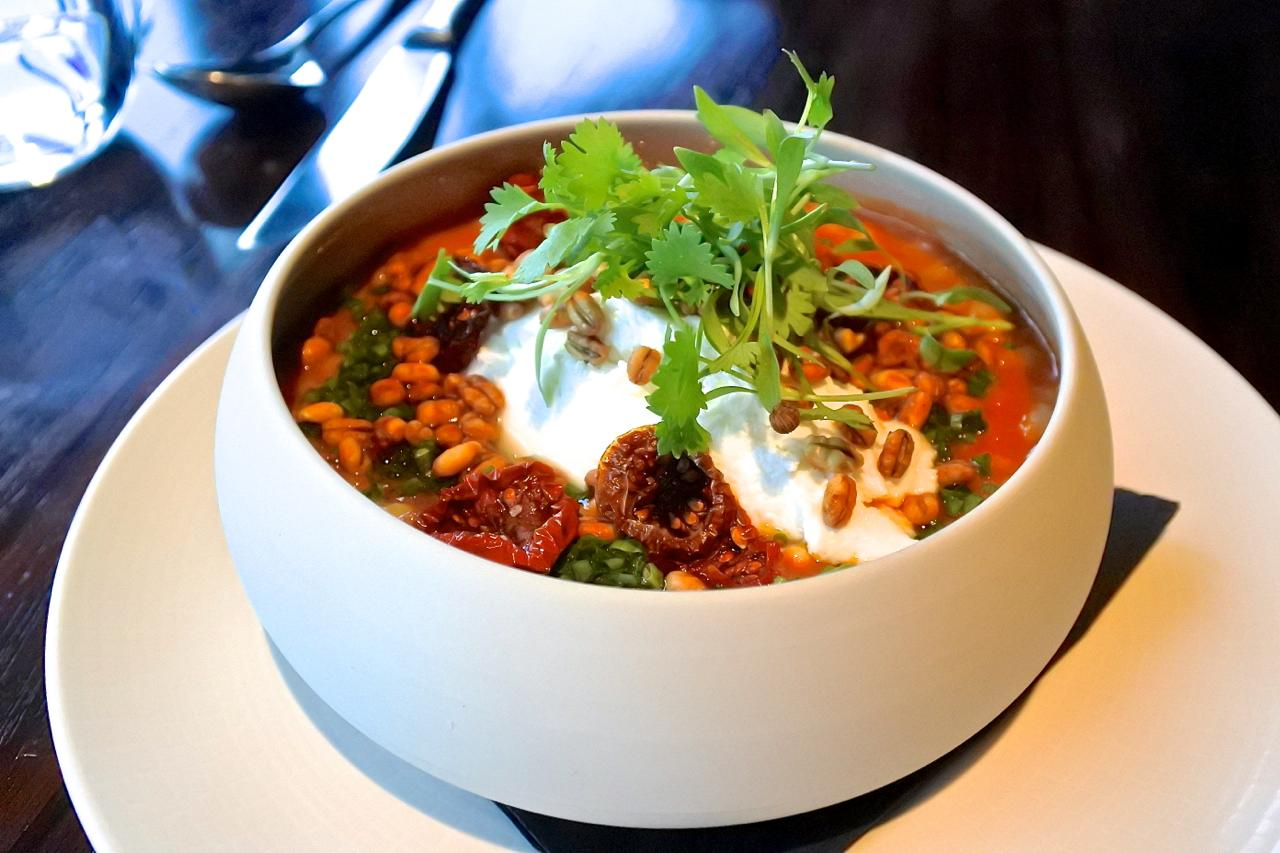 こちらはベジタリアンのメインで、トマト味のパール・バーリー。なかなか美味しいです。