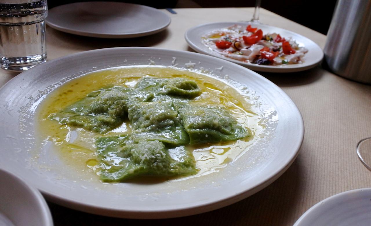 クラシックなほうれん草とリコッタのラビオリはレモン風味のバター・ソースで濃厚☆