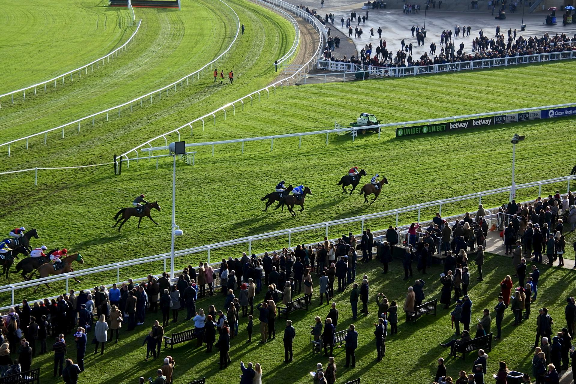 th_Cheltenham Racecourse_20