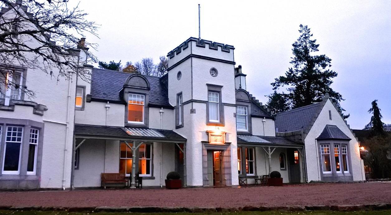 th_Douneside House_banner