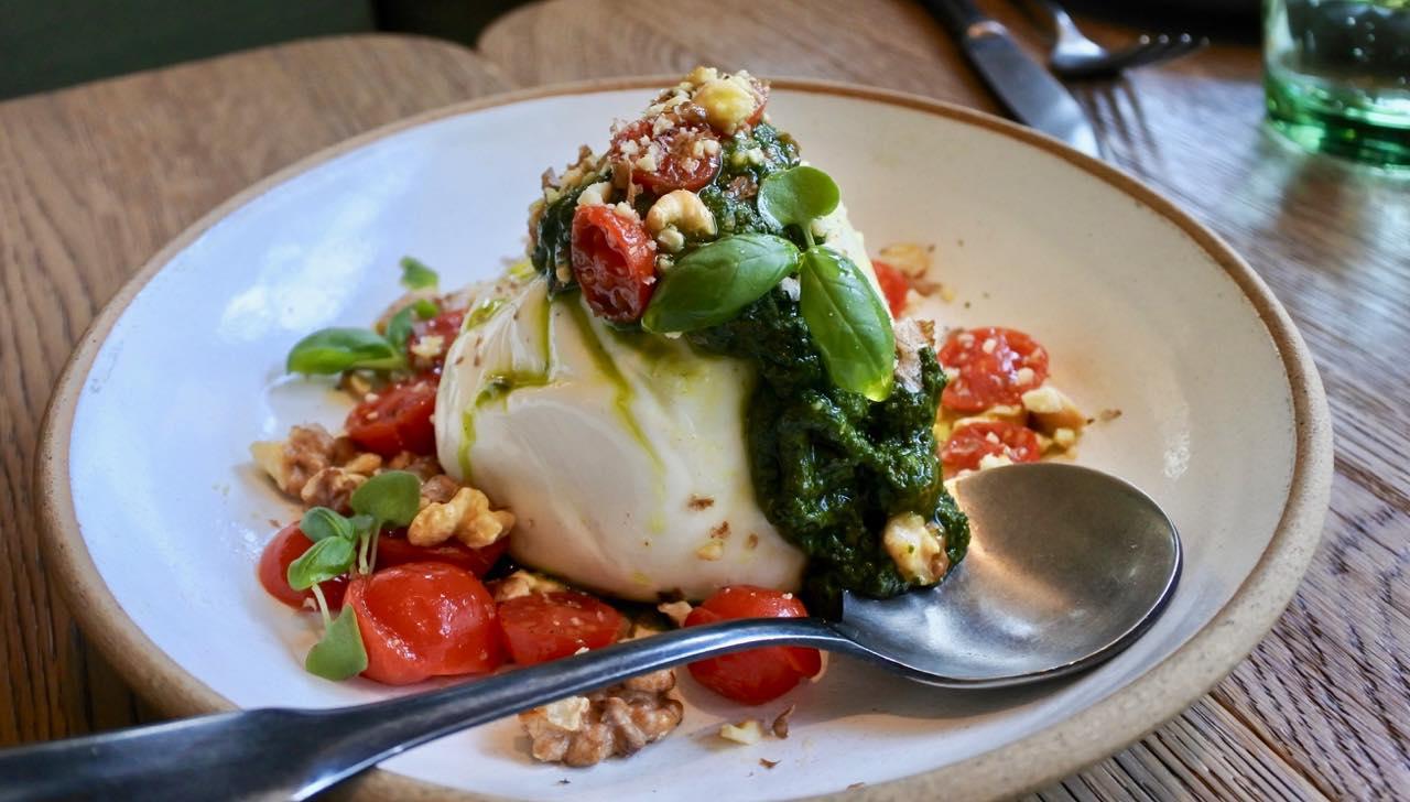最近の流行りのレストランに必ずといっていいほどおいているブラータ・チーズとトマトのサラダ。めちゃくちゃフレッシュで美味しかった!