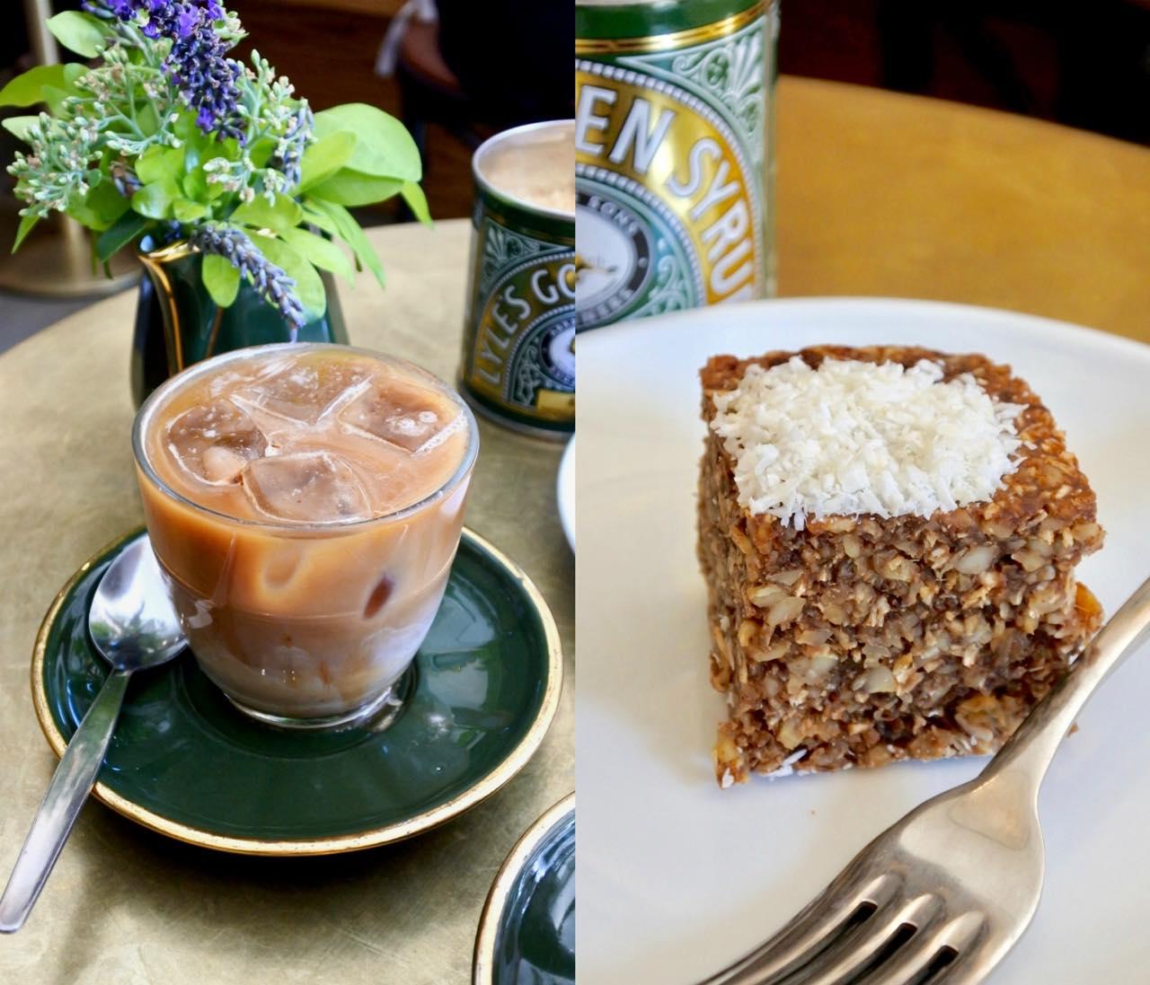 デーツとカシューナッツのケーキ。コーヒーはスクエアマイル☆