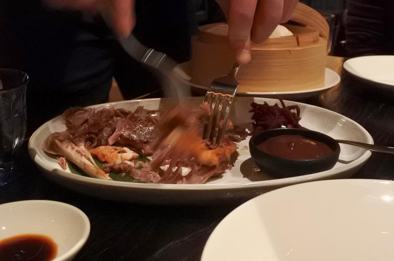 スタッフの方がほぐしてくれるのは中華レストランと同じ〜