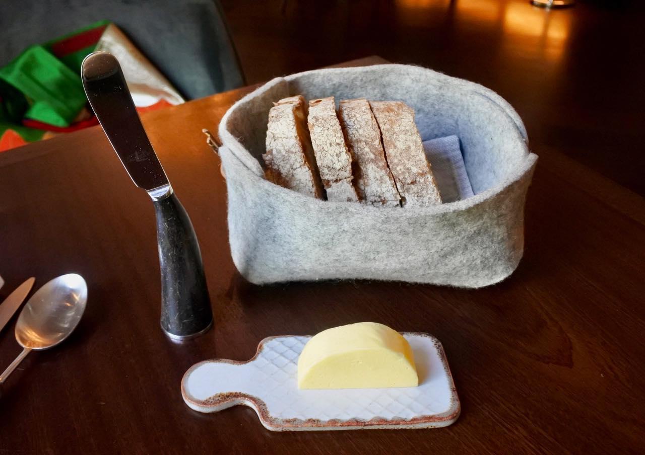 パンがこうやって出てきたら萌えますw  ナイフが可愛い。