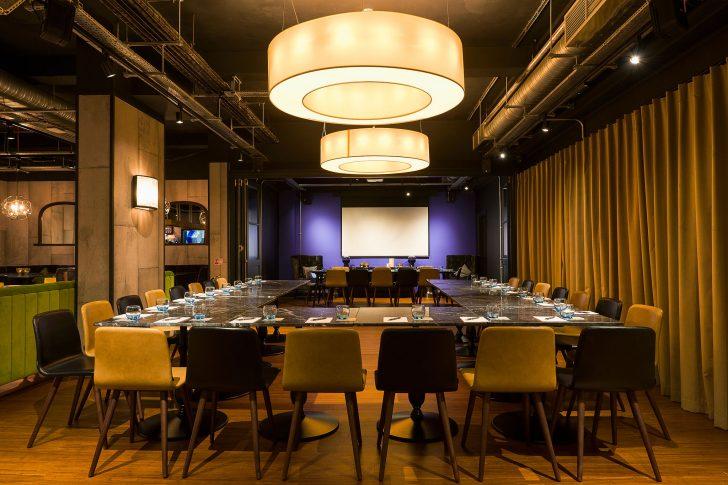 数か月前新設のイベント会場&バーは、会議室としても利用可能