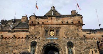エディンバラ城の内部を暴くのである!